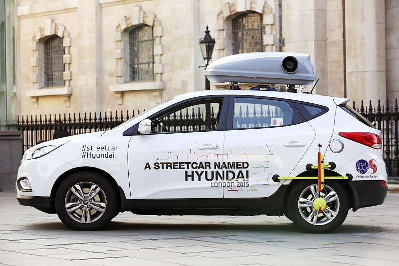 Photo of specialist rig and custom roof box on car for Hyundai Streetcar campaign