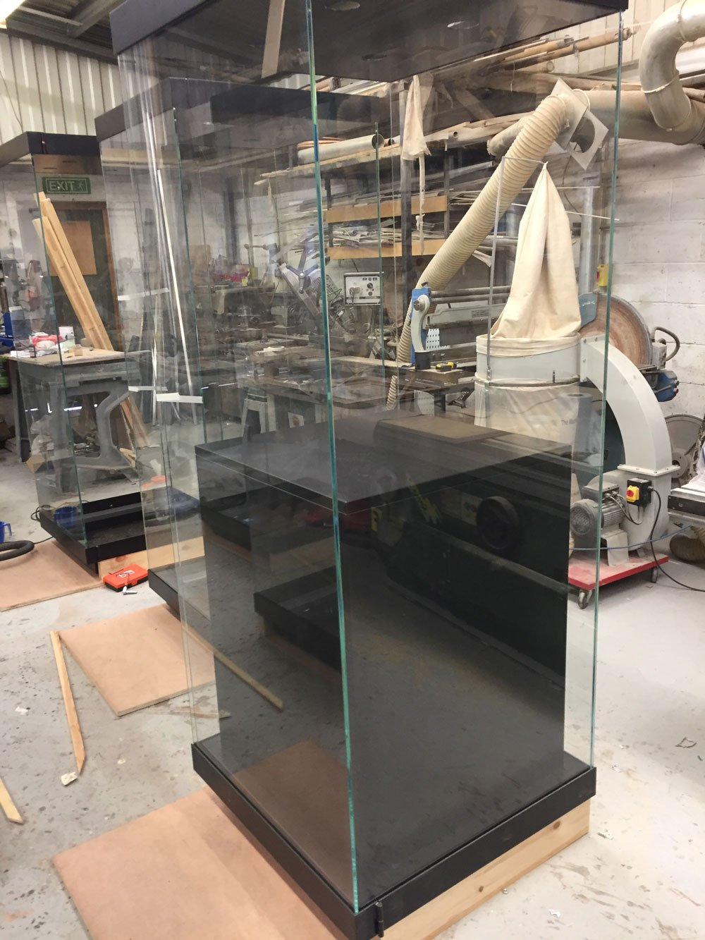 glass cabinet prop for tomb raider
